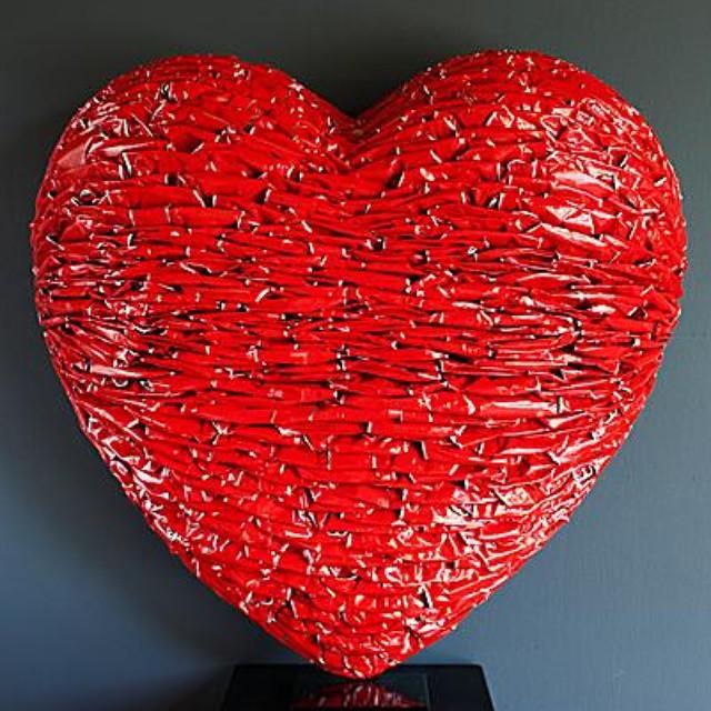 Recycl'art : Coeur entièrement confectionné a partir de canettes Coca Cola recyclées ! - Alfredo Longo  #recyclit #ecocréations #recyclage #Parisclimat2015#COP21#métal #CocaCola #canette #art #heart #red#coeur #alfredolongo #sculputure #artist#cans